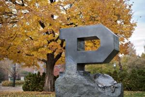 Bureaucrats Paid $250,000 Feed Outcry Over U.S. College Tuition