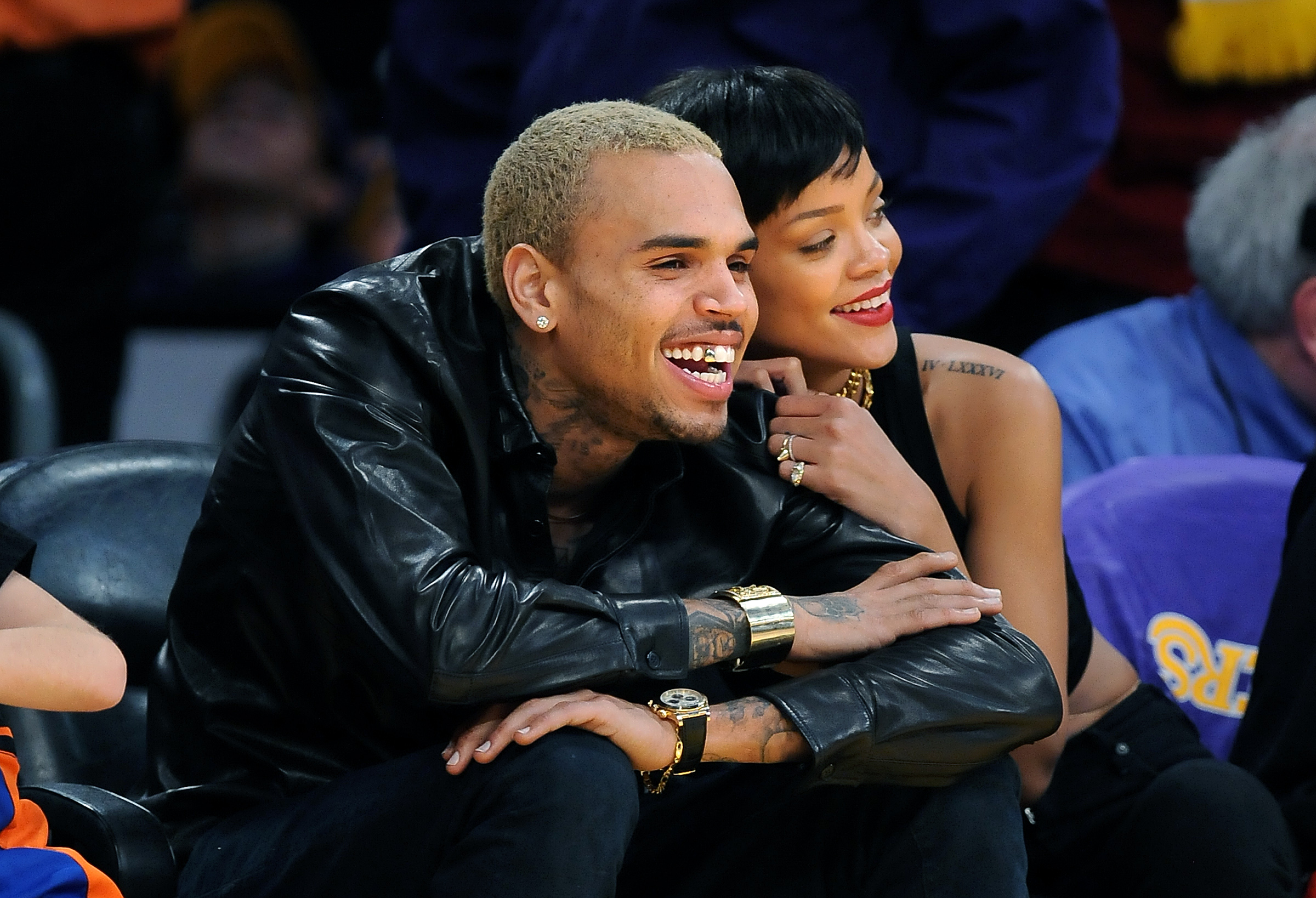 Chris Brown and Rihanna spend time together at the Lakers and Kincks game at the Staples Center Tue