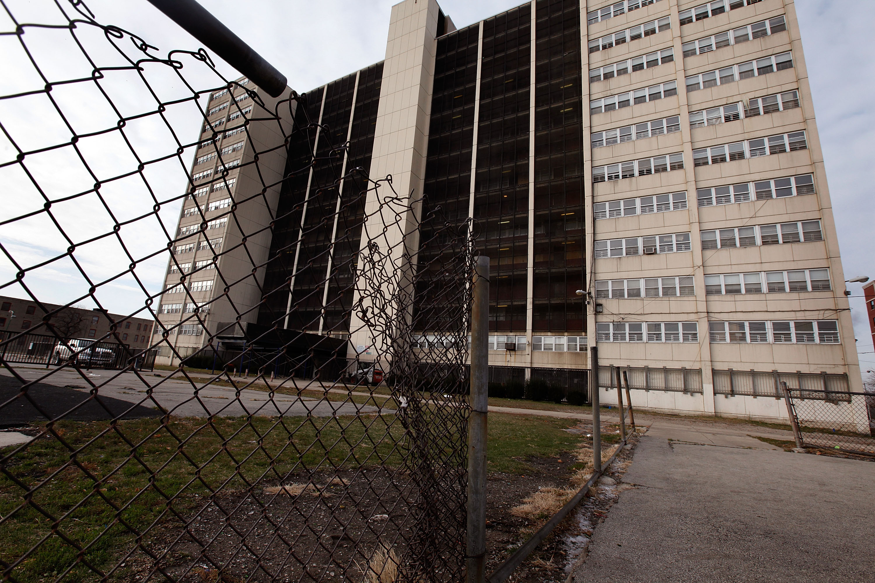 Infamous Chicago Housing Project Cabrini-Green Closes Down