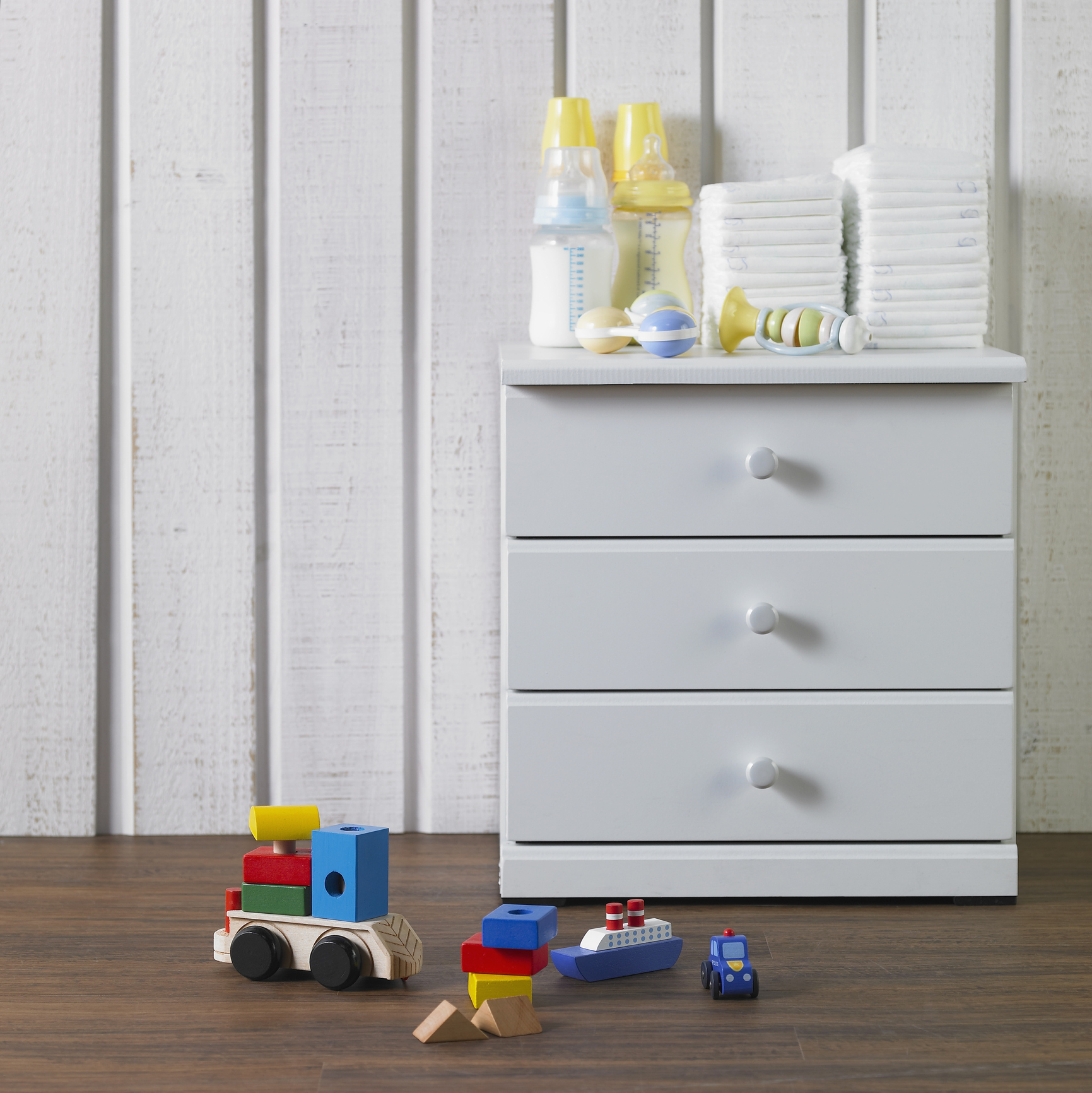 Baby's stuffs and a cabinet