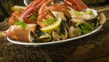 platter of seafood shellfish